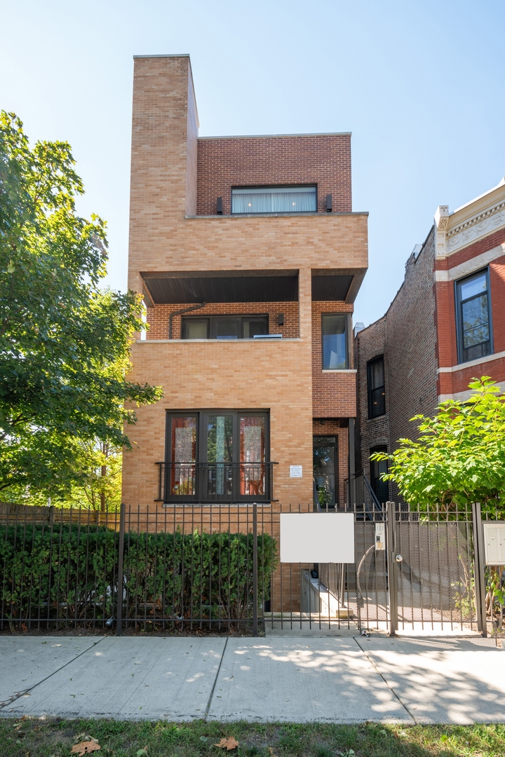Rarely available ground level condo in Woodlawn! gorgeous, modern construction building with secured