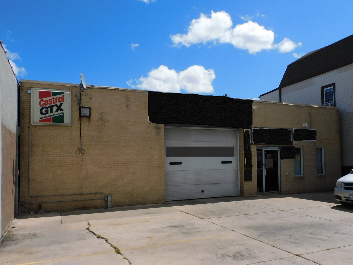 Commercial Building! Great for many uses. Currently auto shop, long time in business.  Great locatio