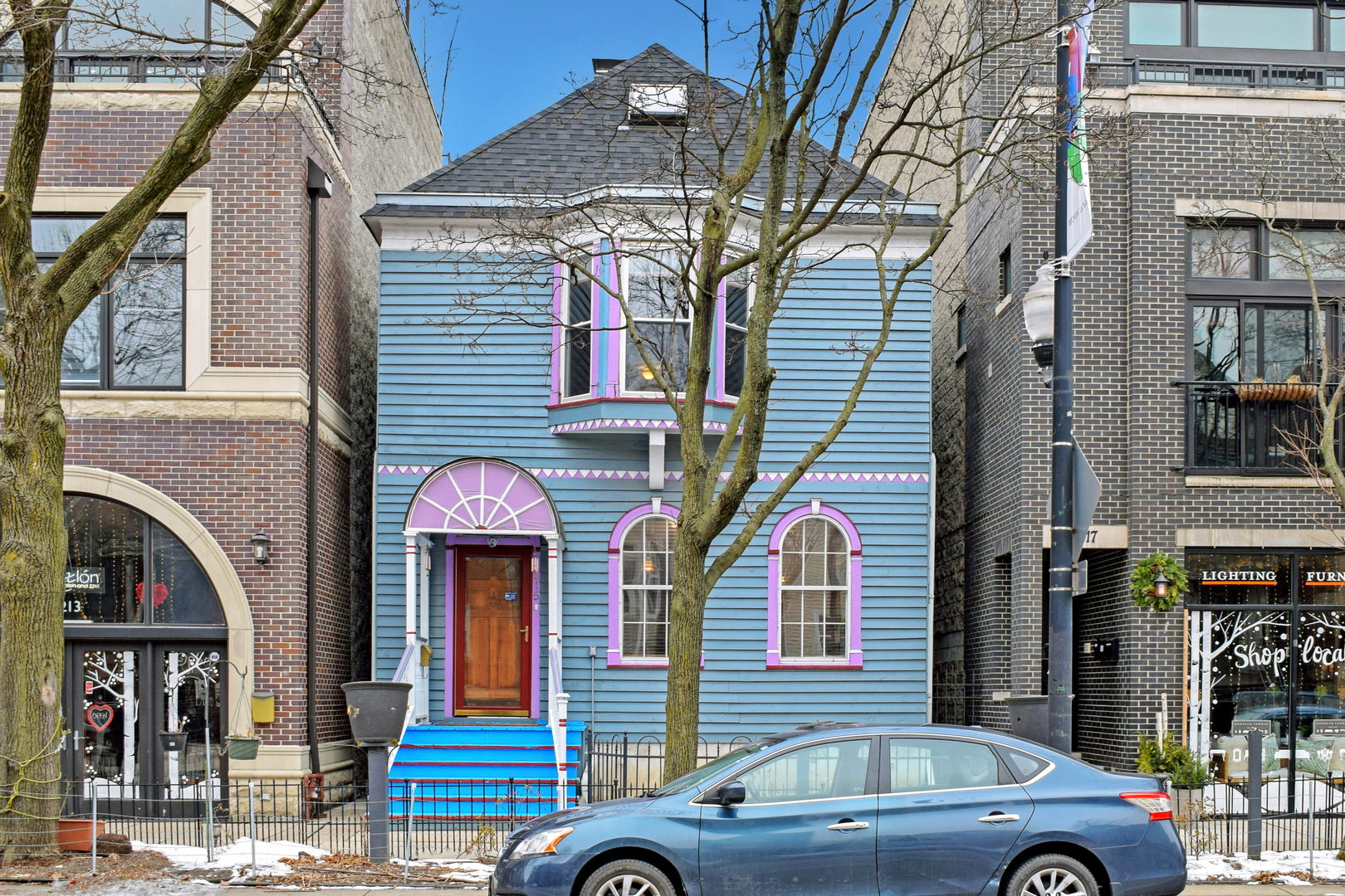 Attention all developers and rehabbers. Great location, in the heart of Roscoe Village, zoned for RT