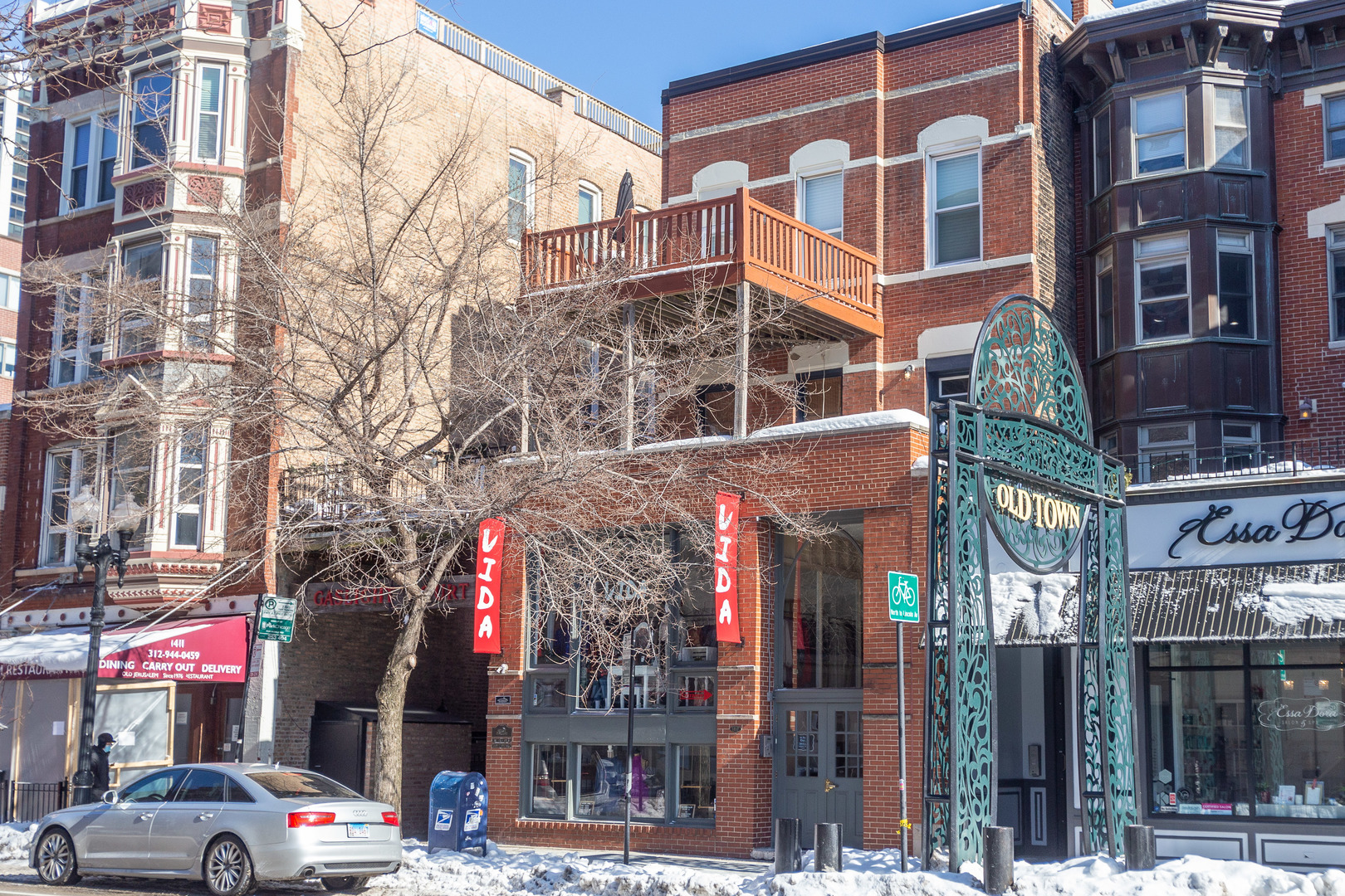 Rarely available commercial condo space along Wells Street in the heart of Old Town. About 1400 sf d