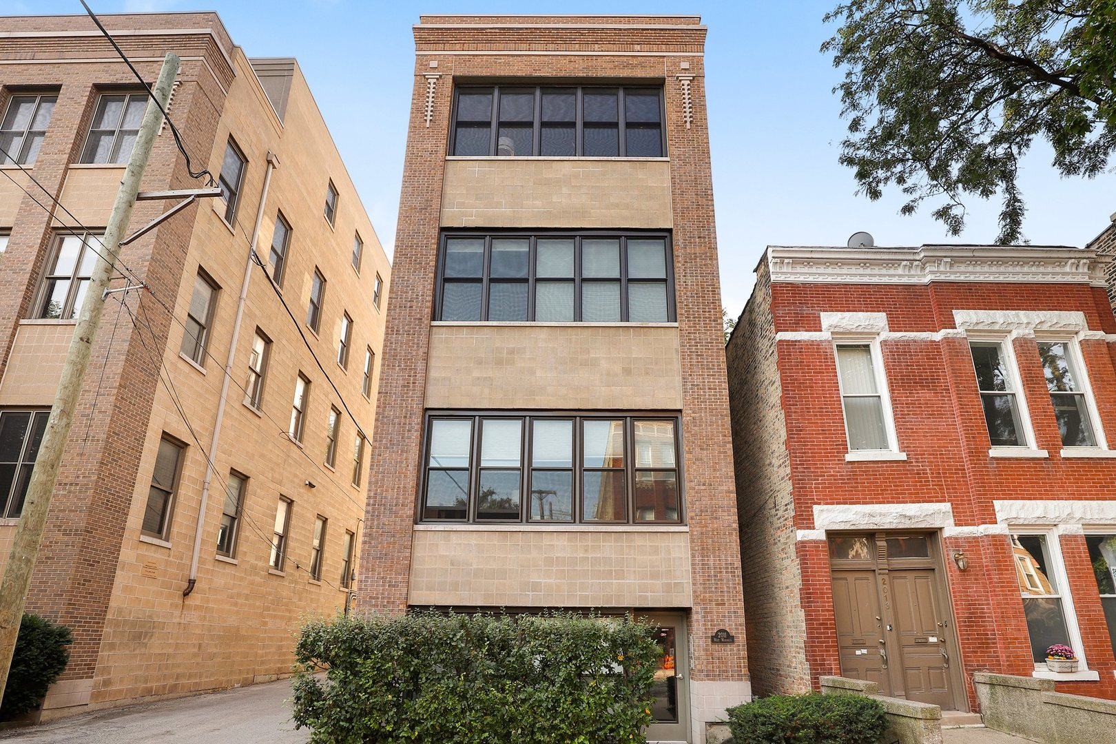 Luxurious Bucktown PENTHOUSE Loft with 4 exposures and outdoor space galore. Not your cookie-cutter