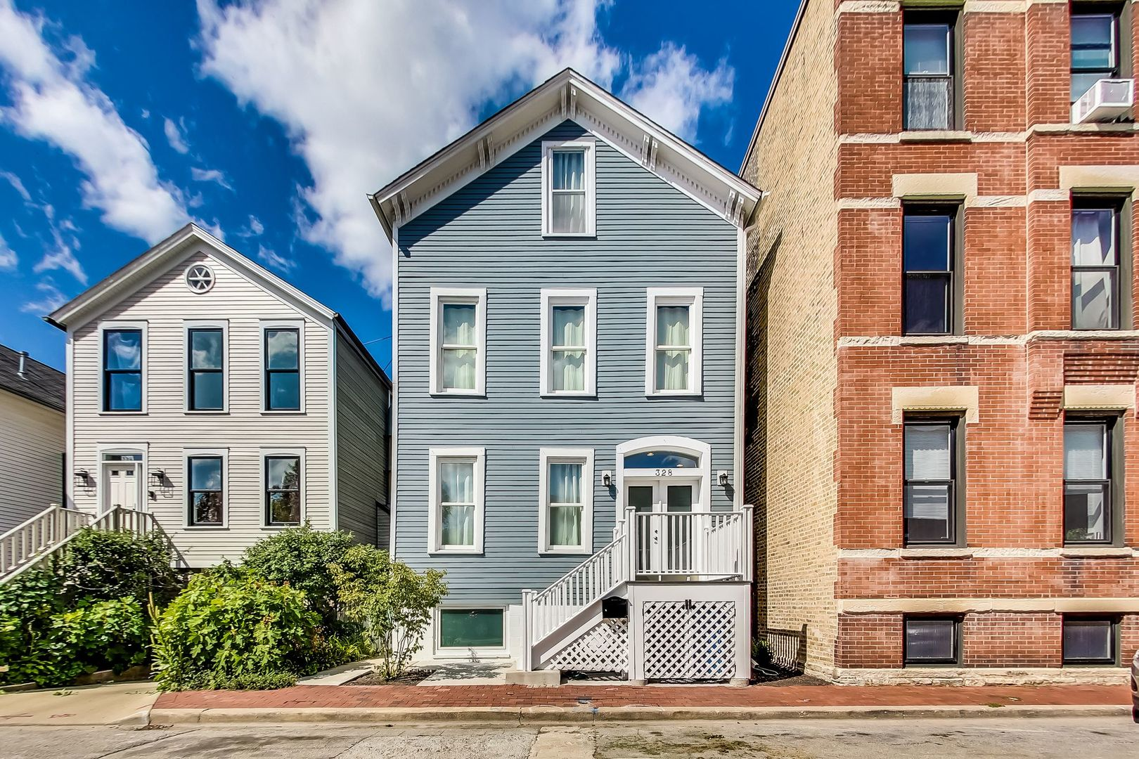 Impeccably renovated, 5bd/5ba home in Old Town!  Designer kitchen w/ custom cabinetry, stainless ste