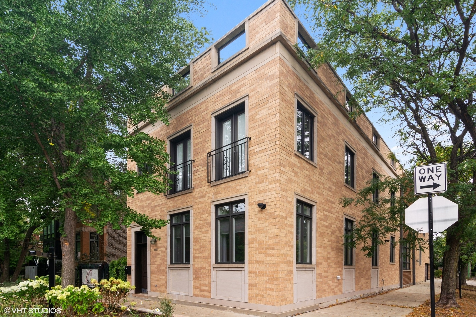 Rare opportunity to own an expansive corner lot in the most sought-after location in Bucktown. Stret