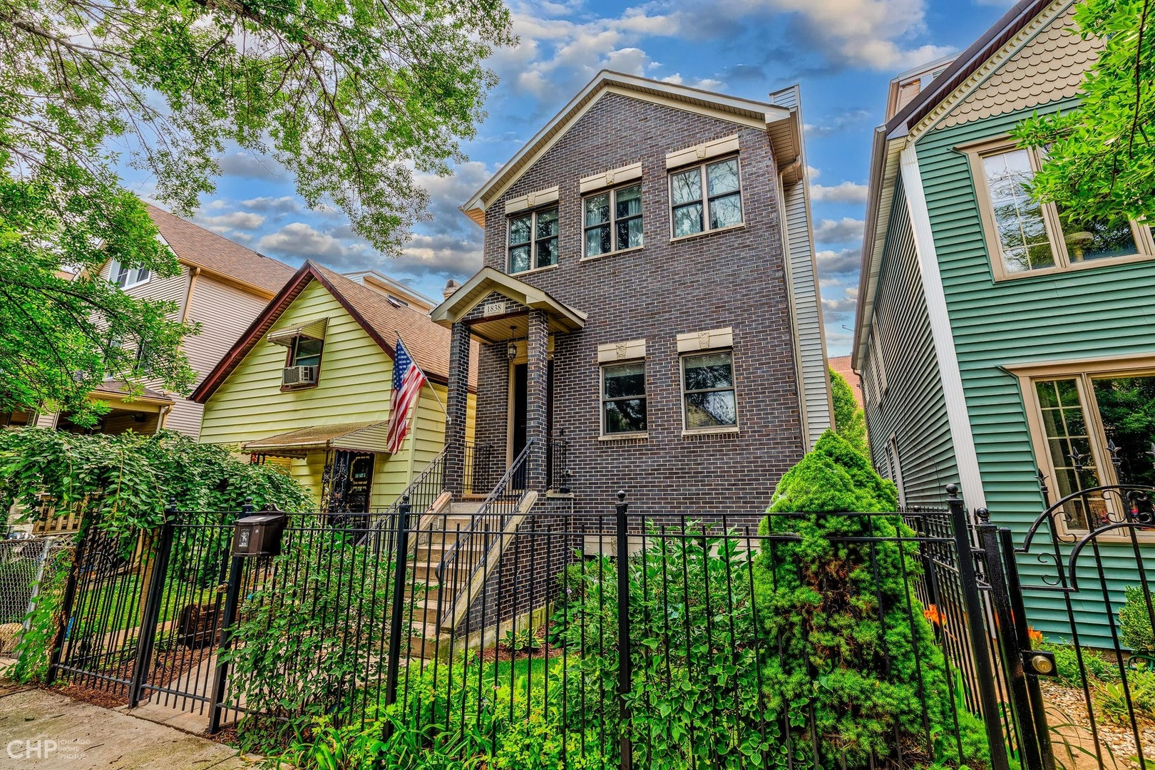 Gorgeous, 4000 sq ft 5 BR/3.5 bath SFH in West Bucktown. Once you enter the home you'll notice the a