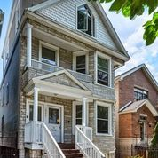 ROSCOE VILLAGE. VERY QUITE ONE WAY STREET. THIS 4 STORY 3 FLAT HAS A TOP FLOOR OWNERS DUPLEX. WIDE O