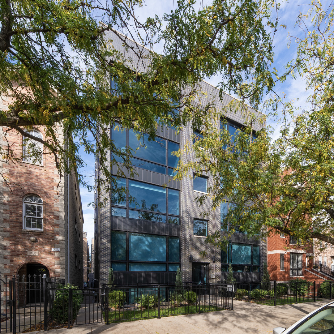 RARELY AVAILABLE PENTHOUSE, EXTRA WIDE UNIT, PRIVATE ROOF DECK newer 2013 all-brick boutique buildin
